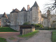 Château de Balleure ►► http://www.frenchchateau.net/chateaux-of-bourgogne/chateau-de-balleure.html?i=p