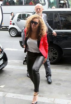 Love this blazer on Beyonce