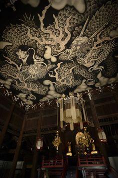 ***** RAW developed ***** 建仁寺の法堂天井画、双龍図です。あたしも他の見ていた人も、口をあんぐり。声にならない迫力。もし次の機会があれば対角魚眼で撮ってみたい。 @Kenninji, Higashiyama ward, Kyoto, Kyoto. (京都府京都市東山区 建仁寺)