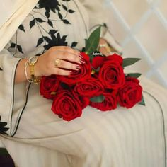 Flowers For You, Love Flowers, Beautiful Flowers, Beautiful Pictures, Stylish Girls Photos, Girl Photos, Best Valentine's Day Gifts, Rose Girl, Rose Wallpaper