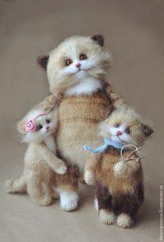 Игрушки животные, ручной работы. Ярмарка Мастеров - ручная работа СЧАСТЛИВАЯ МАМА вязаная игрушка коты. Handmade.