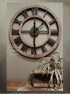 Grote-wandklok-hout-opengewerkt-Ø-60-cm-bruin-zwart Clock, Decor, Wood Clocks, Rustic Wall Clocks, Wall, Modern Kitchen Design, Modern, Wall Clock, Furniture Decor
