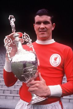 ♠ Ron Yeats of Liverpool holds up the 1965/66 League Championship Trophy. He was the captain of the first great Liverpool team of the 1960s. #LFC #History #Legends