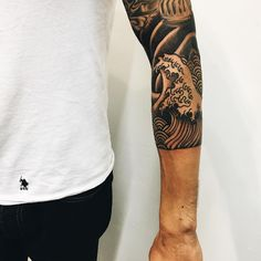 Different view on the Hokusai sleeve. #hokusai #wavetattoo #japanesetattoo