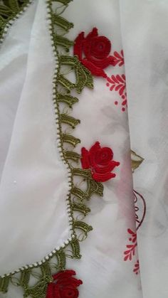 HUZUR SOKAĞI (Yaşamaya Değer Hobiler) Crochet Crafts, Tatting, Diy And Crafts, Cross Stitch, Lace, Handmade, Stitches, Videos, Scrappy Quilts