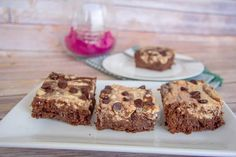 A Keto cheesecake brownie that combines two desserts in one. A delicious low carb and gluten free brownie with a cheesecake swirl. Chocolate Cheesecake Brownies, Almond Flour Brownies, Cheesecake Recipes, Low Carb Chocolate, Sugar Free Chocolate, Mint Chocolate, Low Carb Brownie Recipe, Brownie Ingredients, Strudel