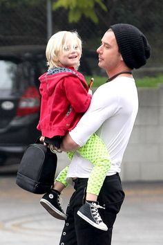 Gavin Rossdale takes a happy and bright Zuma to school