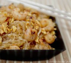 Soy spaghetti with shrimps Easy Chinese recipes- Soy noodles with shrimp are one of my favorite Chinese recipes. It is a light recipe, easy and quick to prepare. It will be a success! Easy Chinese Recipes, Indian Food Recipes, Ethnic Recipes, Sushi Recipes, Cooking Recipes, Healthy Recipes, Asian Chicken Recipes, Asian Recipes, Oriental
