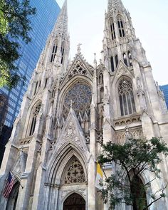 St. Patrick's Cathedral To mój drugi raz, kiedy odwiedzam tę katedrę. Piękna, zabierajaca dech w piersiach   #newyork #newyorkcity #tv_architectural #wakacje #holidays #nyclife #urban #architecture #architektura #skyscraper #vsconyc #citylife #traveldiaries #newyork_instagram #ig_nycity #everyday_shooter #usaprimeshot #exclusive #radio #l4l #wakacje2016 #citybestviews  #streetphotography #streetcollectors #church #kosciol #fasade #blogger