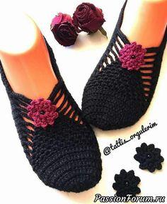 ¿Zapatillas o calcetines? Recopilé ideas y patrones en Internet :) - una publicación de Marina (Marina) en la comunidad Crochet en la categoría Accesorios de ganchillo Crochet Romper, Crochet Boots, Fingerless Gloves Crochet Pattern, Knitted Slippers, Filet Crochet, Knit Crochet, Granny Square Slippers, Crochet Accessories, Knitting Socks