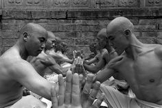 Incredible photos of Shaolin Monks by Tomasz Gudzowaty