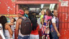 Cuba : la queue pour acheter le paquete semanal. Calle Monte, 31 décembre 2017.
