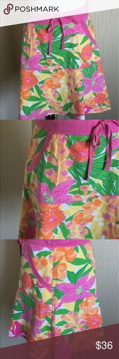 """Lilly Pulitzer Cotton Stretch bright skirt Drawstring waist. 2 front pockets. Jersey knit. Feels like sweat pants. 95% cotton 5% spandex. Waist 28"""". Hips 36"""". 17"""". Lilly Pulitzer Skirts Mini"""