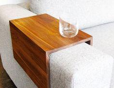 Sofalehnen-Tisch