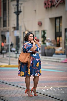 Looking for plus size fashion inspiration? Today's plus size blogger spotlight is on ShaKera of The Real Sample Size. This Houston, Texas native is on a mission to encourage women to embrace their bodies and love who they are, regardless of their size. ShaKera looks great rocking a plus size floral dress from Eloquii.com Fashion Blogger Spotlight: ShaKera of The Real Sample Size http://thecurvyfashionista.com/2017/03/plus-size-blogger-real-sample-size/