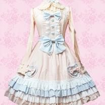 Kawaii! Japanese Lolita, like all styles, come in many different varieties! This is what you would call a softer, more innocent look of Japanese Lolita ^-^