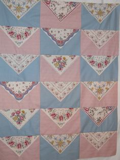 Love this vintage hankie quilt idea.Celtic Heart Knitting and Quilting: Hankie Quilt In The Works - how about hankies as 'prairie points' would make a lovely edging? Quilting Projects, Quilting Designs, Sewing Projects, Quilting Ideas, Quilting Templates, Quilt Block Patterns, Quilt Blocks, Rag Quilt, Quilt Top