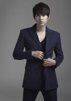 Song Joong Ki Made Millions After Enlisting http://www.kpopstarz.com/articles/149058/20141209/song-joong-ki-made-millions-after-enlisting.htm