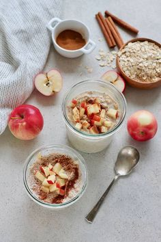 these easy apple overnight oats and your breakfast will be a cinch! This healthy and gut-friendly recipe uses yoghurt for a light fermentation of the oats, and cinnamon for incredible flavour. Vegetarian Comfort Food, Vegetarian Breakfast Recipes, Brunch Recipes, Vegetarian Kids, Healthy Work Snacks, Healthy Fruits, Apple Overnight Oats, Real Food Recipes, Healthy Recipes