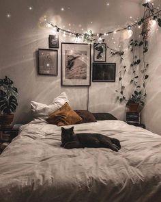 Dreamy Bohemian Master Bedroom Decorating You'll love the Ar. - Dreamy Bohemian Master Bedroom Decorating You'll love the Artificial Frosted - Room Ideas Bedroom, Home Bedroom, Master Bedroom, Bedroom Designs, Decor Room, Cozy Bedroom Decor, Wall Decor, Nature Bedroom, Bedroom Inspo