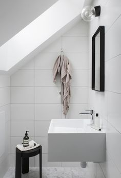 Inspiring Small Loft Styled by Pella Hedeby - Nordic Design Bad Inspiration, Decoration Inspiration, Bathroom Inspiration, Decor Ideas, Diy Bathroom Decor, Bathroom Wall, Bathroom Interior, Bathroom Styling, Design Bathroom