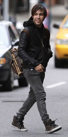 Pete Wentz on the streets of Famousness Pete Wentz, Louise Brooks, Save Rock And Roll, Moda Emo, Fall Out Boy, Hurley, Look Cool, Music Bands, Music Is Life