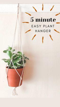Rope Plant Hanger, Macrame Plant Holder, Macrame Plant Hangers, Diy Hanging Planter Macrame, Diy Planters, Diy Potted Plants, Plant Pots, Indoor Plants, Hanging Pots