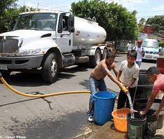 Ante crisis de agua en barrios altos de Managua, Enacal abastece a familias con cisternas