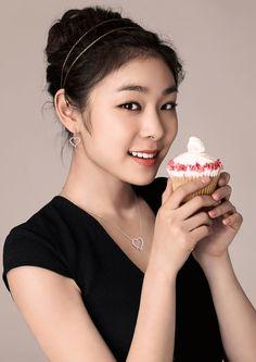 김연아 - Google 검색 Kim Yuna, People Of Interest, Sports Stars, Sports Women, Beautiful Women, Celebs, Pretty, Beauty, Kpop Girls
