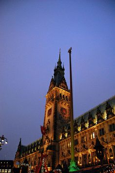 The town hall of Hamburg is with his 647 rooms bigger than the Buckingham Palace.