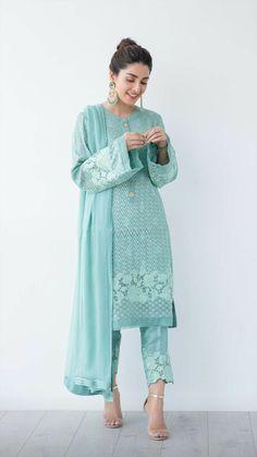 Kabhi kabhi Khud k liye jina acha lagta hai Stylish Dress Designs, Designs For Dresses, Stylish Dresses, Casual Dresses, Fashion Dresses, Simple Dresses, Formal Dresses, Salwar Designs, Kurti Designs Party Wear