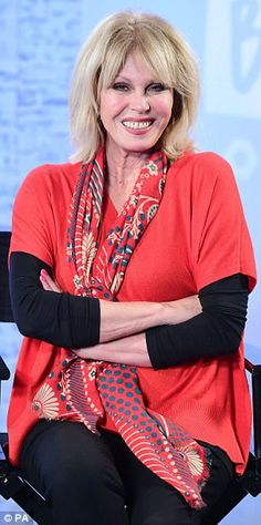 For the first time Joanna Lumley, will be seen without her usual bombshell peroxide blonde look and instead look closer to her age - sporting grey hair and losing her glamorous wardrobe. Older Models, Young Models, Jennifer Saunders, Tammy Wynette, Joanna Lumley, Ab Fab, Advanced Style, Absolutely Fabulous, Silk Scarves