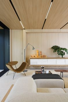 studio arthur casas has collaborated with sysHaus to develop the sysHaus house, a 200 sqm prefabricated residence in sao paulo. Prefabricated Houses, Prefab Homes, Modular Homes, Living Room Sets, Rugs In Living Room, Room Rugs, Living Room Interior, Living Room Furniture, Studio Arthur Casas