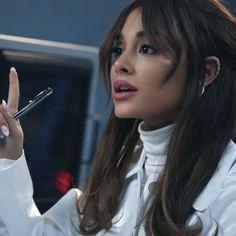 Ariana Grande Music Videos, Ariana Grande Cute, Ariana Grande Photoshoot, Ariana Grande Pictures, Down Hairstyles, Pretty Hairstyles, Ariana Grande Wallpaper, Foto E Video, Celebs
