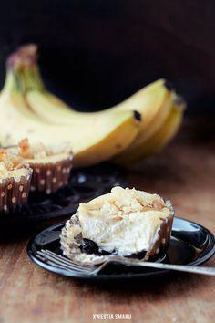 Mini serniczki bananowe z kokosowa kruszonka