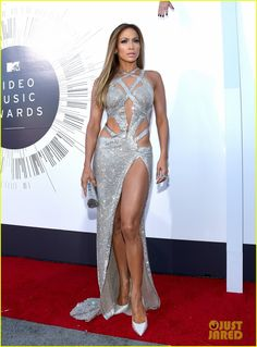 jennifer lopez mtv vmas 2014 01 Jennifer Lopez shows off her amazing figure in a sexy cut-out dress on the red carpet at the 2014 MTV Video Music Awards held at The Forum on Sunday (August 24)…
