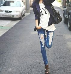 NYC t-shirt, riped jeans