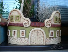 Pottery Houses, Slab Pottery, Pottery Vase, Ceramic Pottery, Ceramic Art, Outdoor Pots, Fairy Houses, Little Houses, Easy Projects