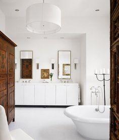 Schon Großer Vintage Schrank Sorgt Für Stauraum Im Badezimmer