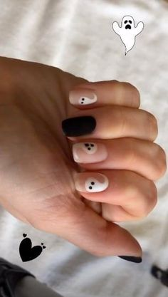 Selena Gomez's go-to nail artist posted a tutorial on how to get a last-minute Halloween ghost nail art. Holloween Nails, Cute Halloween Nails, Halloween Acrylic Nails, Fall Acrylic Nails, Disney Halloween, Scary Halloween, Halloween Ideas, Halloween Party, Selena Gomez Nails
