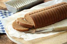 Noe av det beste ved høsten er å sette seg foran en knitrende peis med en bit krydderkake og noe rykende varmt i koppen.    Kaken er en myk form for pepperkake og gir en fantastisk juleduft i hele huset. Det som er så fint med krydderkaker, er at man kan tilsette de kryddersmakene man liker best. I denne kaken kan du for eksempel tilsette litt ingefær, allehånde, anis eller pomeranskall.    For å få litt farge på kaken har jeg også tilsatt litt kakao, uten at det setter særlig smak. Pakker…