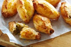 Curried pea pastizzi