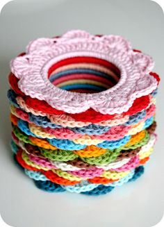 Crochet flower ring - DIY - tutorial -- made from a bangle bracelet, she used these as small picture frames in a wall grouping... was thinking these or a variation could be used as a napkin ring on a smaller ring.  :)