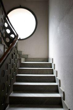 Piero Portaluppi, Villa Necchi, tromba delle scale in casa d'appartamenti via morozzo della rocca, milano