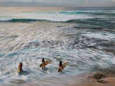 Surfing Makaha