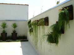 PAISAGISMO: JARDINS VERTICAIS BY MC3: Jardins minimalistas por MC3 Arquitetura . Paisagismo . Interiores