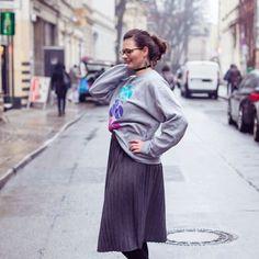 Die Fotos für die @whoismocca Fashion Challenge hat die liebe @baerlinki von mir gemacht! Ein Glück mussten wir kein Minikleid stylen sondern einen Pullover haha Was sagt ihr zum Pulli von meinem Freund? . . . . #Luxundpoppy #blog #blogger #blogging #germanblogger #berlinblog #ontheblog #lifestyleblog #lifestyleblogger #makesomething #creativelife #createeveryday #thatsdarling #makersgonnamake #creativelifehappylife #creativeentrepeneur #28DaysOfBlogging #ootd #sweaterchallenge