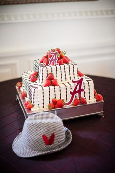Football Wedding Round-Up: The SEC - Southern Weddings Magazine Alabama Grooms Cake, Alabama Cakes, Grooms Cake Tables, Groom Cake, Football Wedding, Hat Cake, Cake Central, Cakes For Men, Southern Weddings