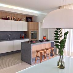 cozinha granito cinza integrda sala parede madeira