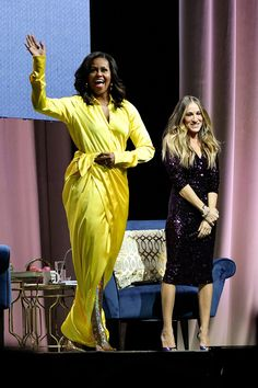 Michelle Obama Wears Balenciaga Spring 2019 Yellow Dress and Gold Glitter Thigh High Blade Boots for Becoming Talk in Brooklyn with Sarah Jessica Parker Fashion Looks, Beauty And Fashion, Fashion News, Latest Fashion, Daily Fashion, Fashion Articles, Sarah Jessica Parker, Michelle Und Barack Obama, Michelle Obama Fashion